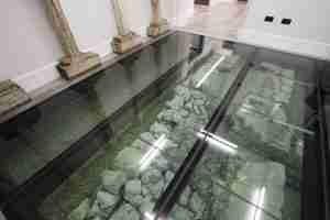 clear laminated glass floor