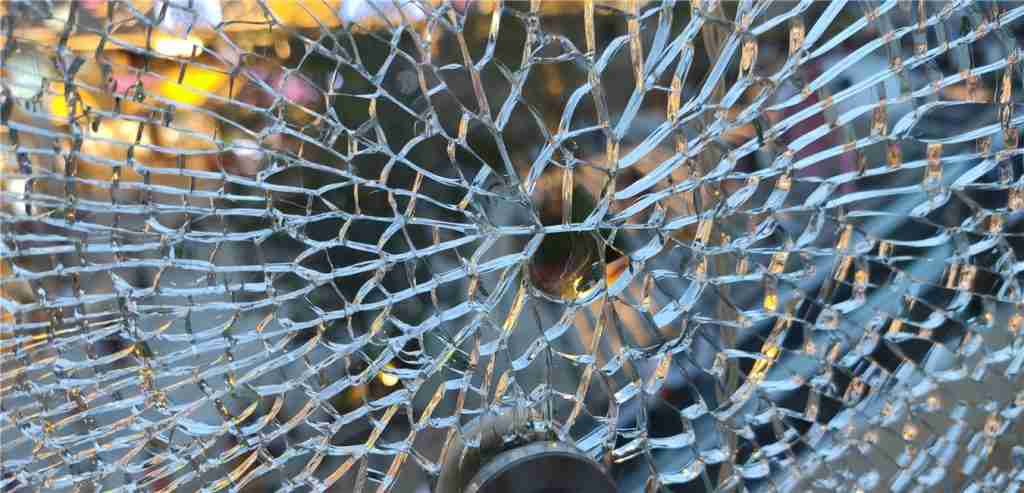 tempered glass spontaneous breakage