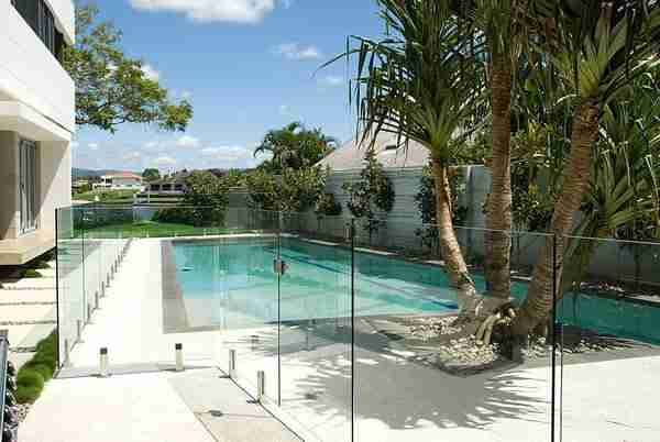 Clôture en verre pour piscines