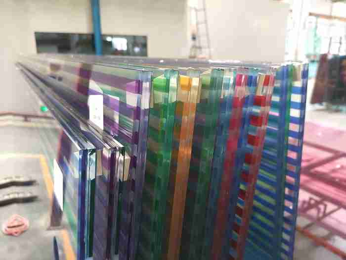 Best quality 5+1.14pvb+5 U channel aluminum tempered laminated glass railing for balcony price, China 5+5mm laminated glass railing balcony suppliers. 1 glass railing for balcony
