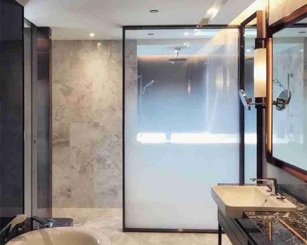 Gradient color shower doors tempered glass
