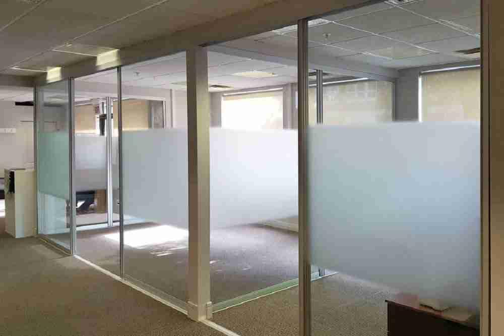 Замороженные стеклянные офисные перегородки