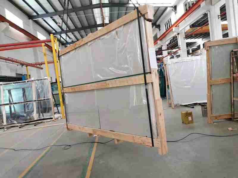 padel glass packing in strong plywood crates.