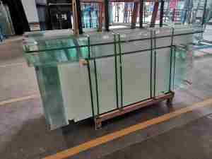 Low iron gradient color glass