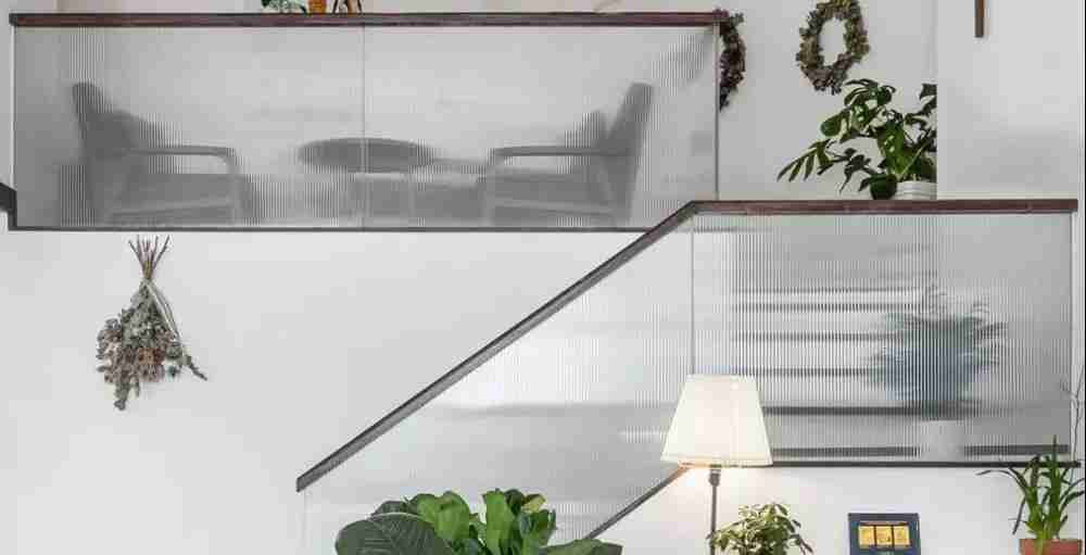 Shenzhen Dragon Glass provide gorgeous fluted glass handrails for stairs with competitive price.