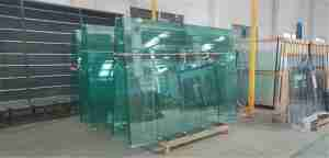 padel tennis court glass