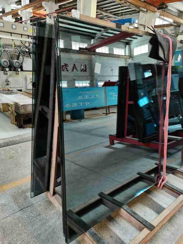 Nosotros, Shenzhen Dragon Glass, le proporcionamos el vidrio reflectante de calor de la mejor calidad al mejor precio.