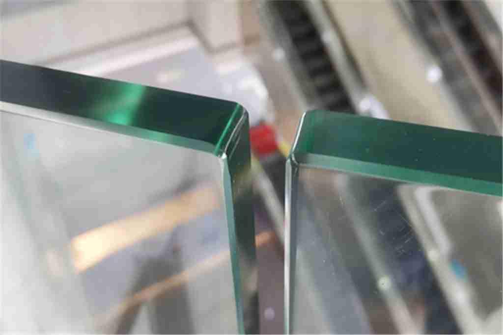 Углы безопасности для стеклянной балюстрады