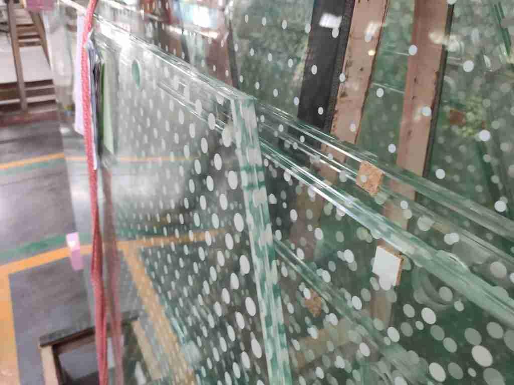 ламинированные стеклянные перила