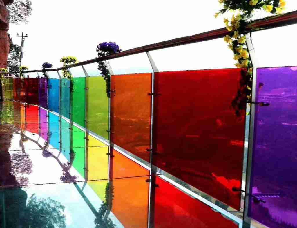 Цветное ламинированное стекло для коммерческих систем стеклянных перил