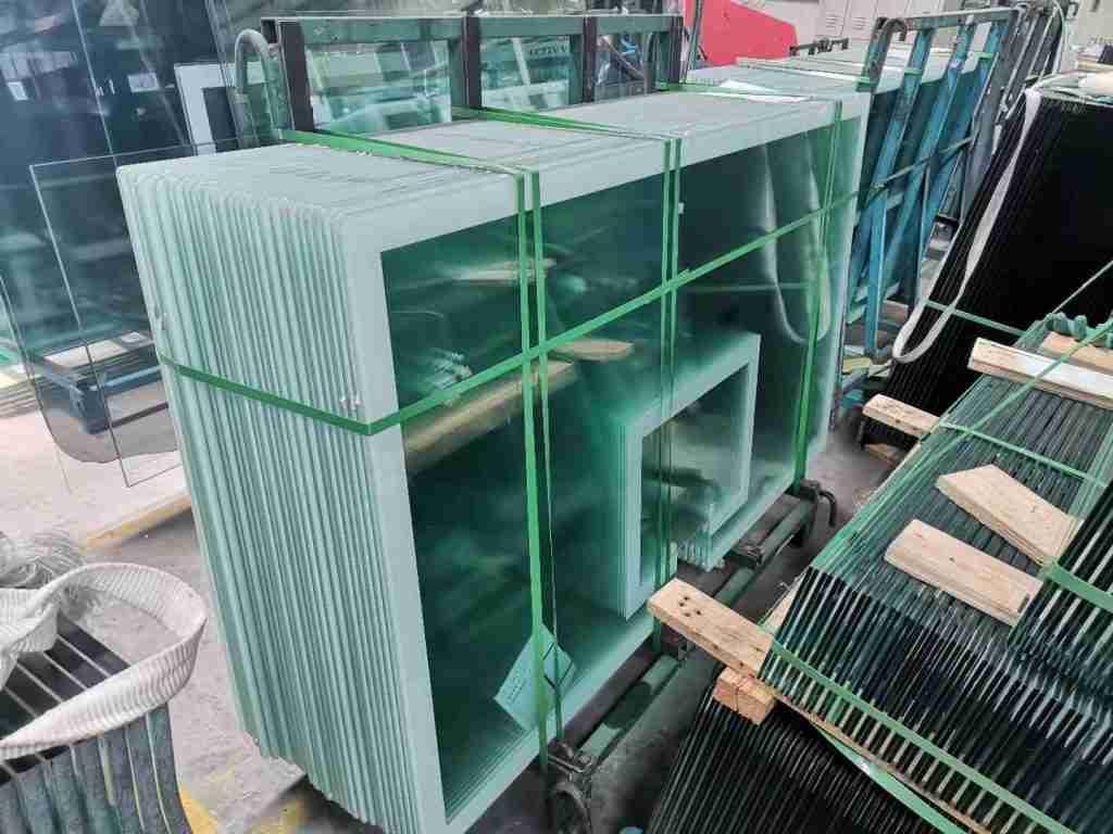 Shenzhen Dragon Glass fournit le meilleur panneau arrière de basket-ball en verre trempé, vous permet d'apporter une arène à la maison, vous pouvez profiter de jeux de basket-ball passionnants à tout moment et où vous le souhaitez. Ils valent la peine d'être achetés et ont l'excellente performance de travail.